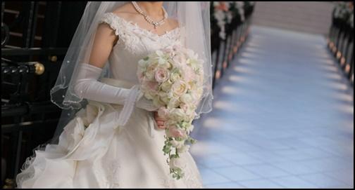 ウエディングドレス姿の画像
