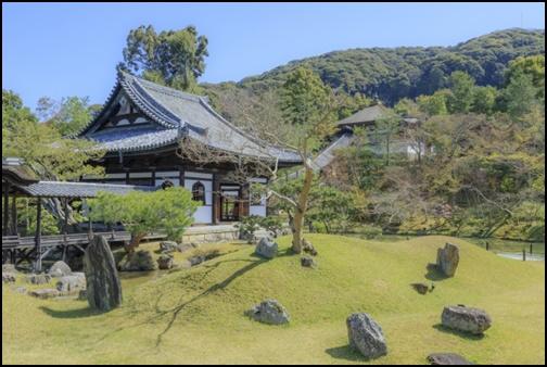 高台寺の池泉回遊式庭園の画像