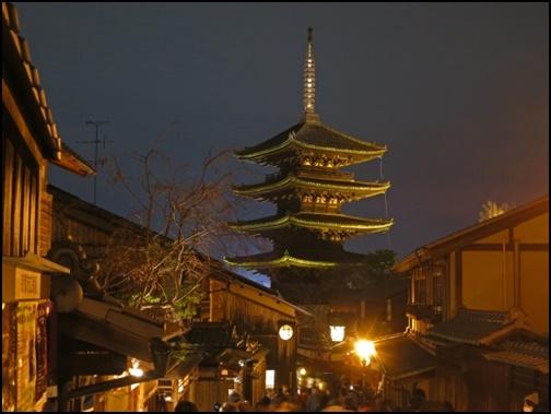 東山花灯路の画像