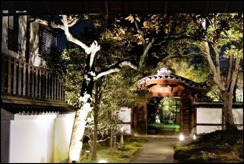 高台寺の夜の入り口画像