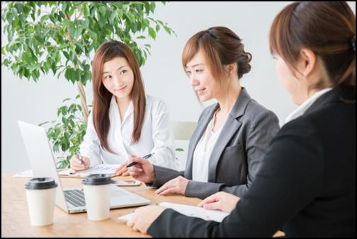 会社の会議の画像