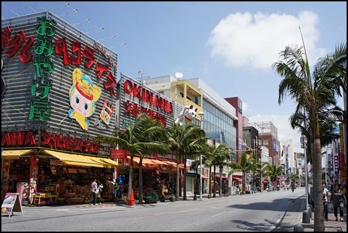 5月の沖縄国際通りの画像
