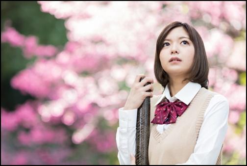 卒業する女子高生の画像