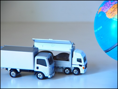 おもちゃのトラックの画像