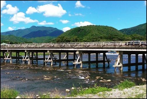 8月の渡月橋の画像