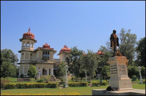ガンジー像の画像