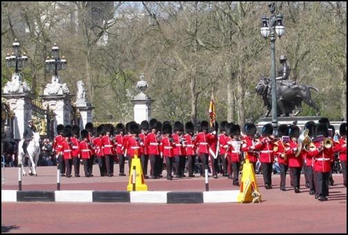バッキンガム宮殿の衛兵交代の画像
