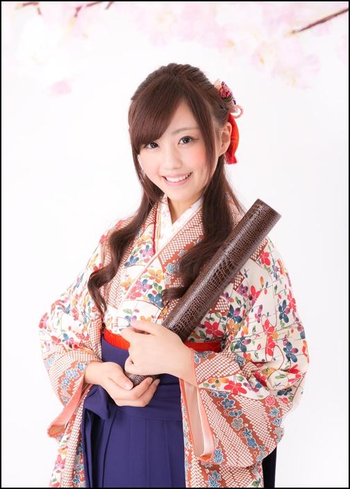 袴姿の女子大生の画像