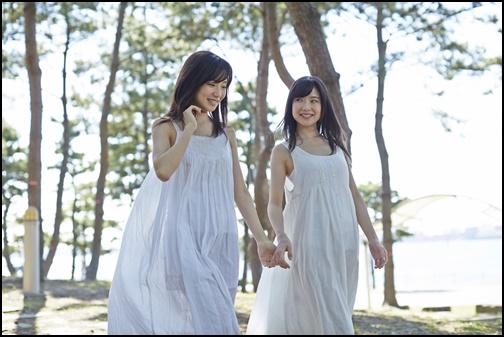 双子の姉妹画像