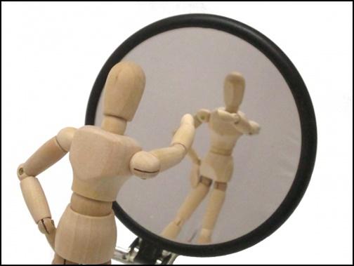 鏡と人形の画像