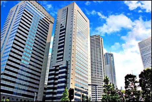 ビジネス街のビルの画像