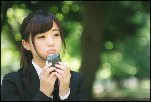 就活中の孤独飯の女子の画像