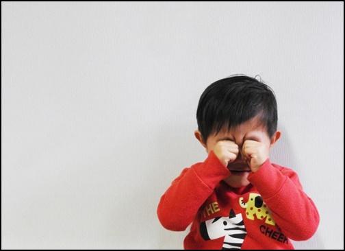 泣く男の子の画像