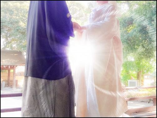 手繋ぎ・結婚式の画像