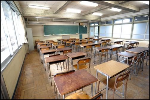 中学校の教室画像