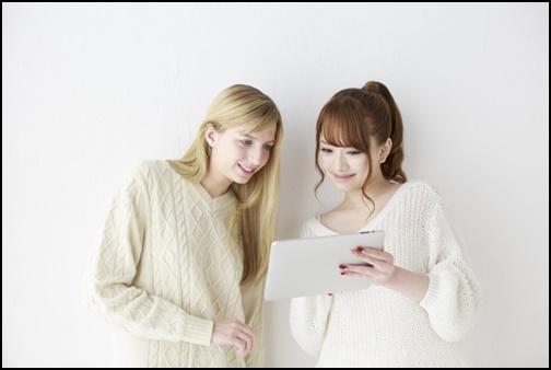 外国人女性と日本人女性画像