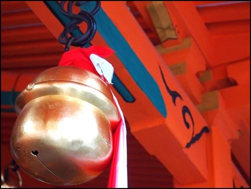 神社の鈴の画像