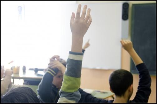挙手の画像