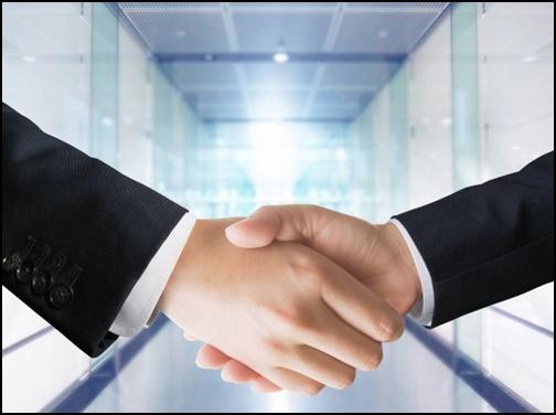 握手しているサラリーマンの画像