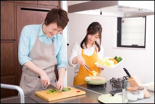 夫婦で料理画像