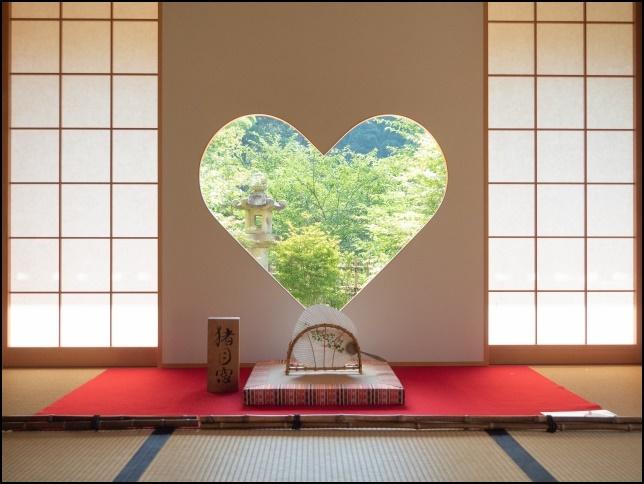 正寿院のハートの窓の画像