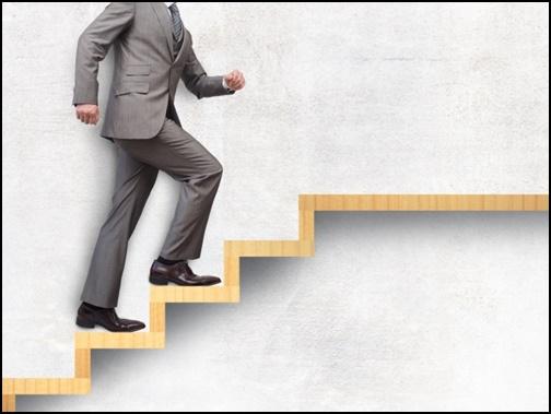 階段を上るサラリーマンの画像