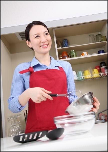 料理上手な女性の画像