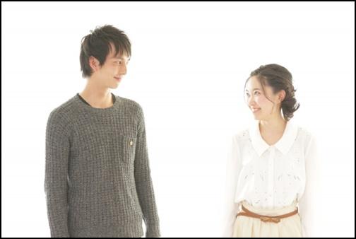 笑顔のカップルの画像