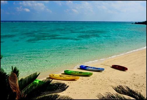 沖縄の海とカヌーの画像