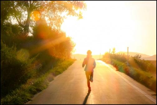 マラソンしている画像