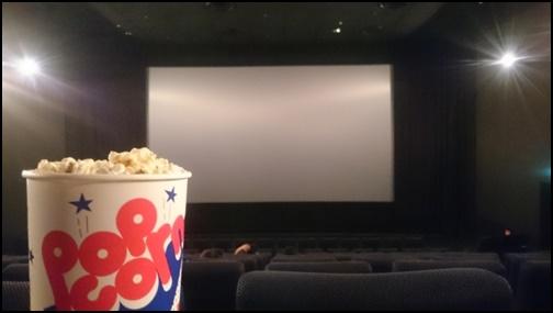 映画館とポッポコーンの画像