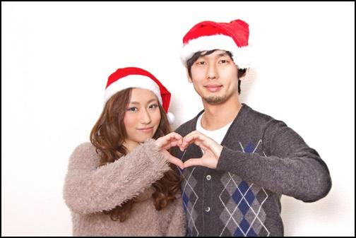 クリスマスのコスプレをするカップル画像