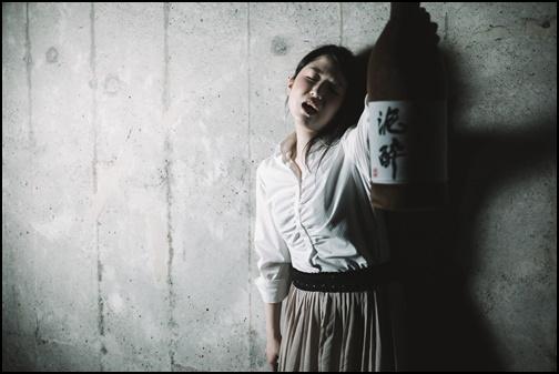 二日酔い女子の画像
