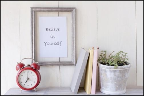 本と時計とbeliebe in youreselfの画像