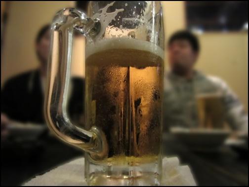 ビールが入ったグラスの画像