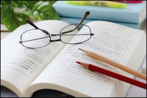 書籍から勉強する画像