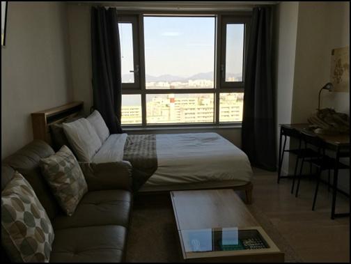 一人暮らしの男性の部屋の画像