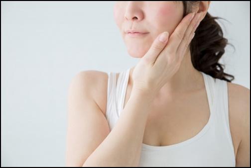 女性の口元・顎周りの画像