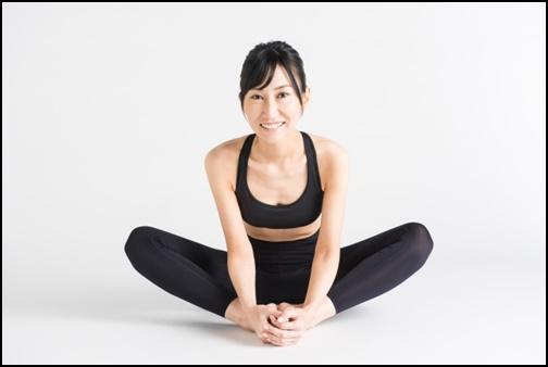 骨盤ダイエットする女性の画像