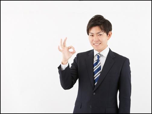 okマークを出す男性の画像