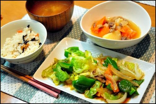 野菜炒めの食事画像