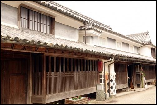 昭和初期の日本の民家の建物の画像