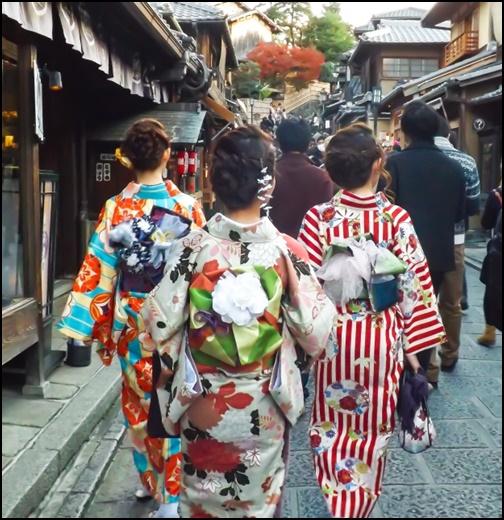 混雑している京都の画像