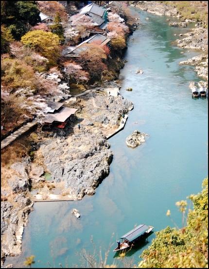 保津川での川下りの画像