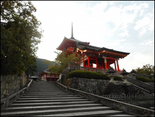清水寺に向かう階段の画像