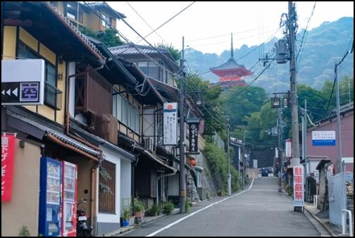 京都清水寺の茶碗坂の画像