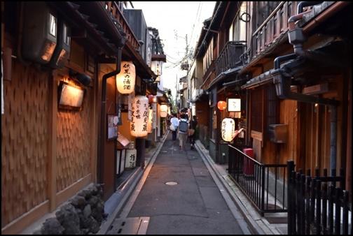 京都の裏路地の画像