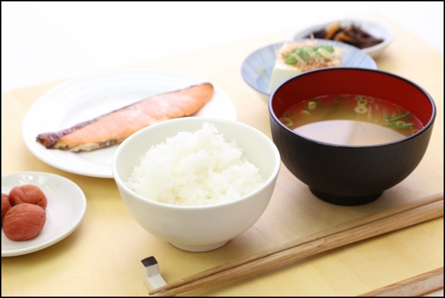 和食の朝食画像