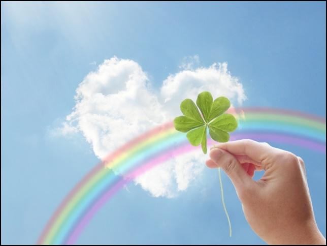 四葉のクローバーとハートと虹の画像