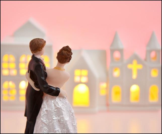 結婚式の人形画像